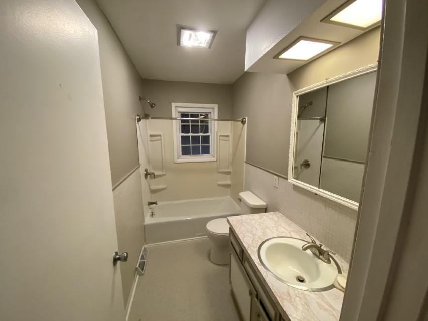 2201 E Taylor Ave - bathroom 1