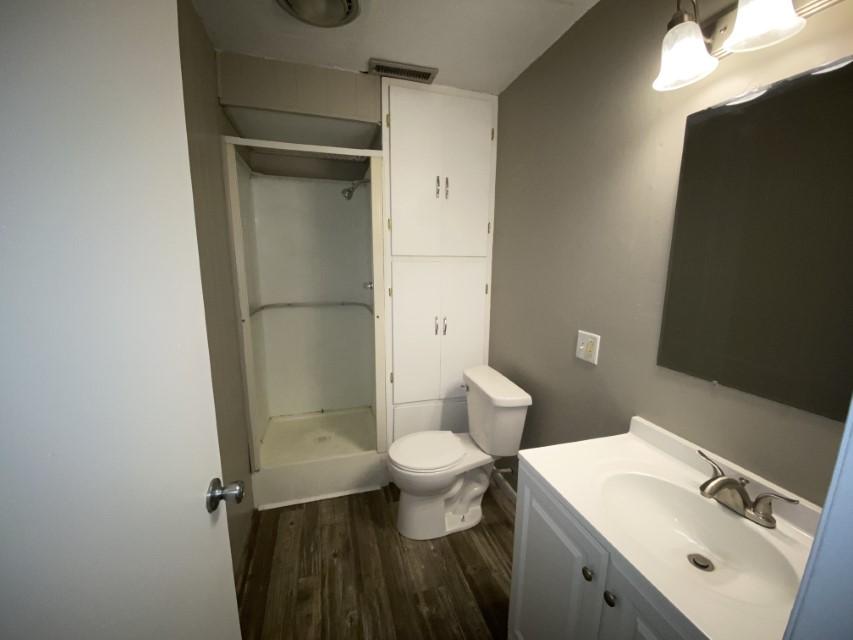 2201 E Taylor Ave - bathroom 2