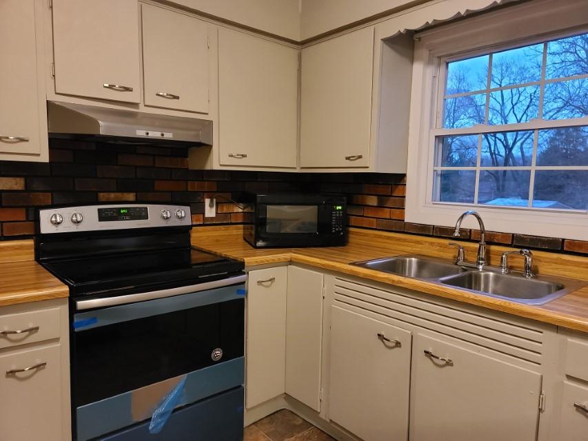 2201 E Taylor Ave - kitchen