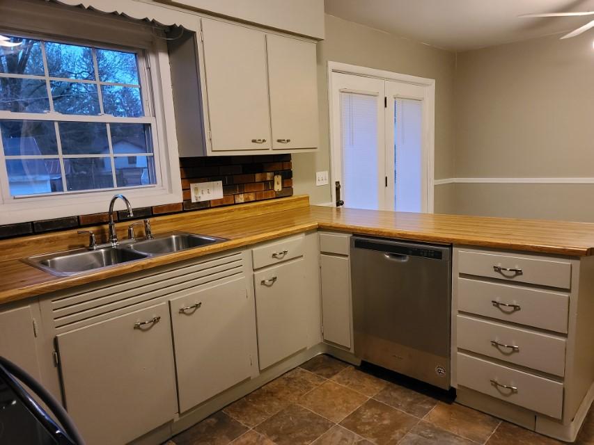 2201 E Taylor Ave kitchen