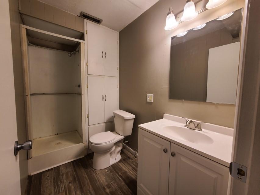 2201 E Taylor Avenue - bathroom 2