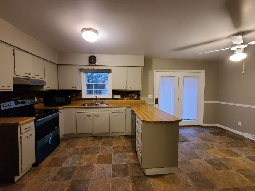 2201 E Taylor Avenue kitchen