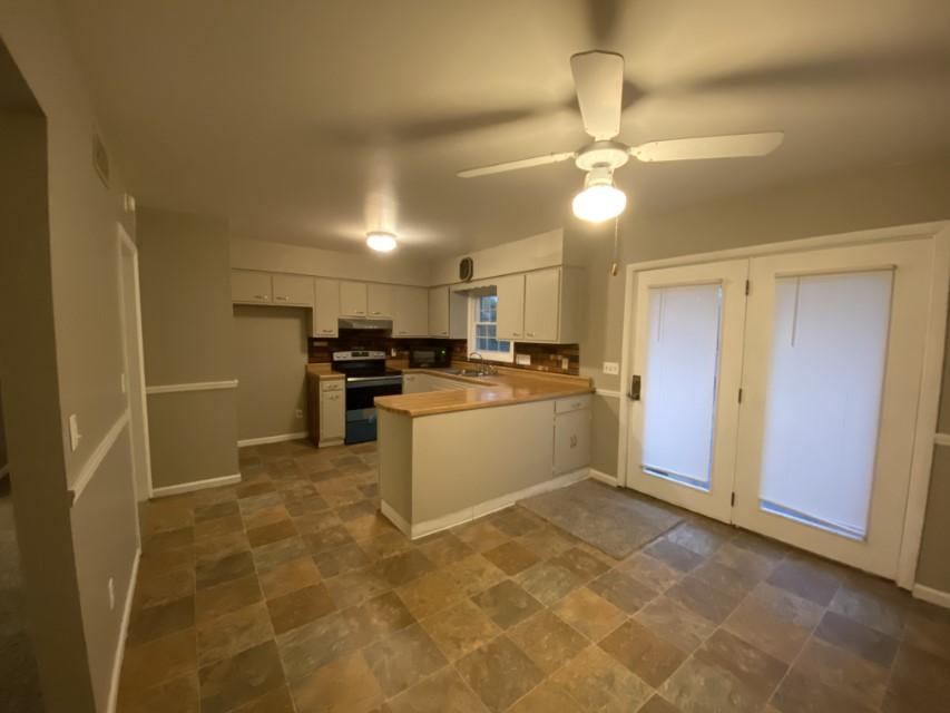 2201 E Taylor - kitchen