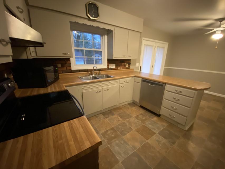 2201 E Taylor kitchen