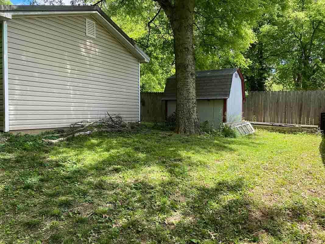 3409 Frisse Ave fenced backyard