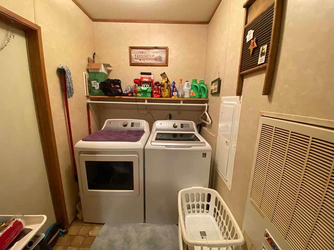 3409 Frisse Ave - laundry