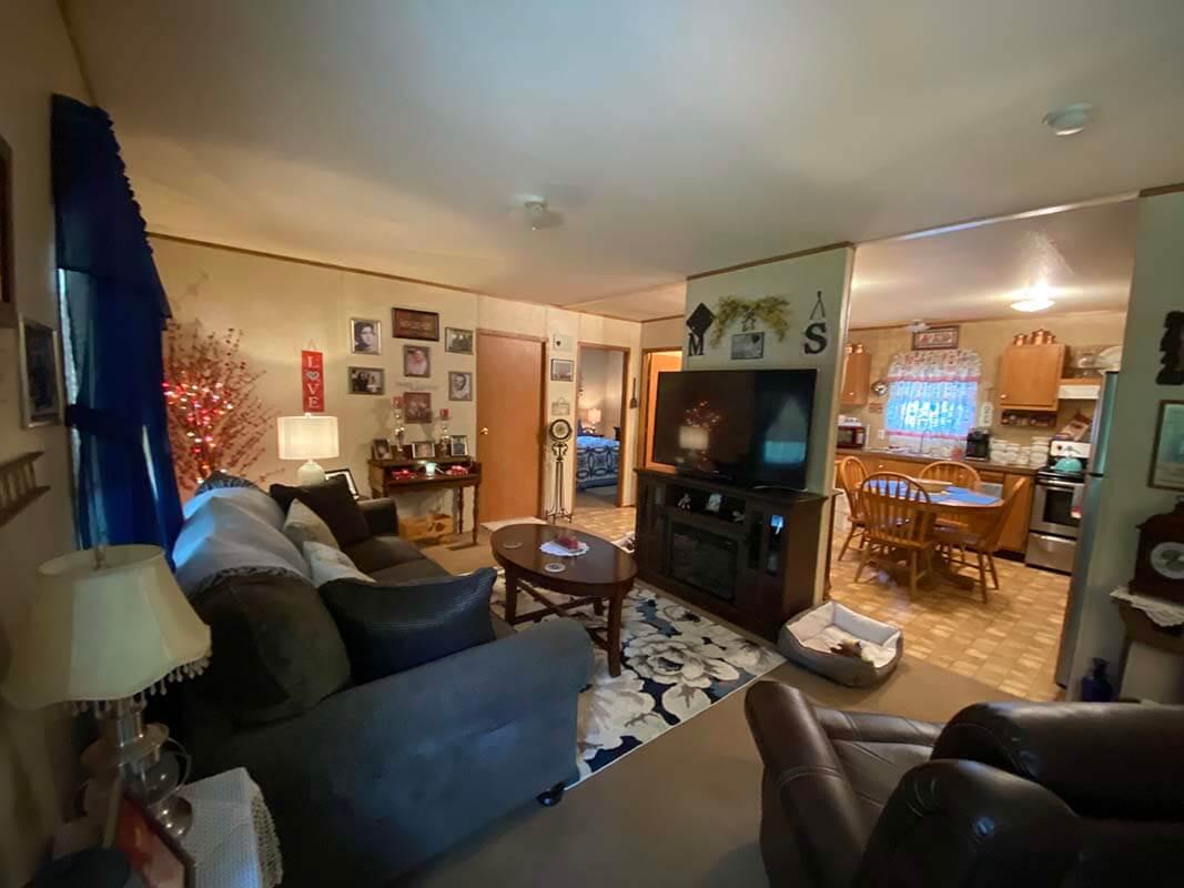 3409 Frisse Ave living room