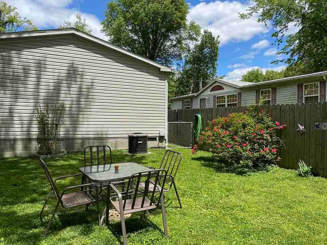 3409 Frisse Ave - spacious backyard