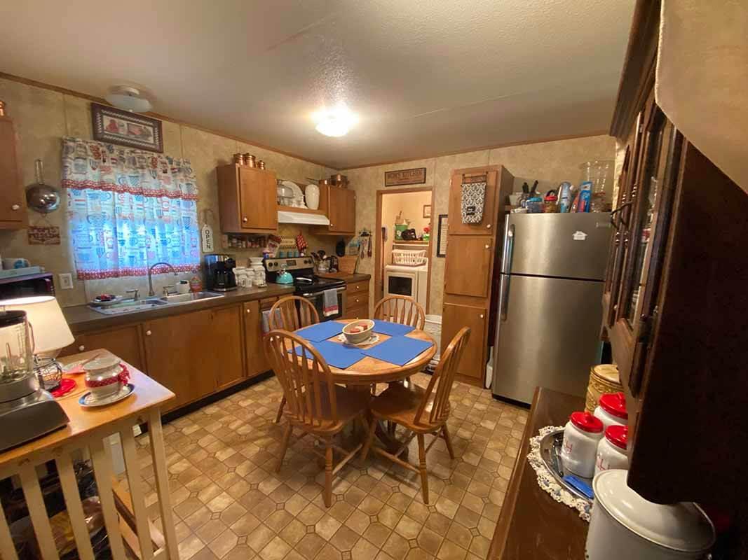 3409 Frisse Avenue kitchen