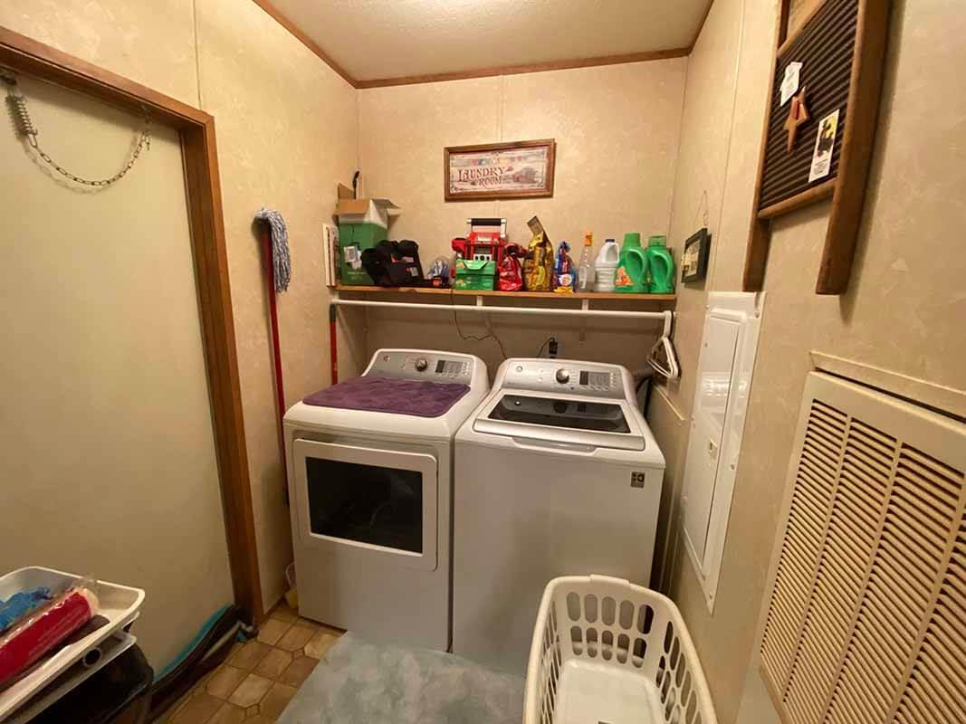 3409 Frisse Avenue laundry