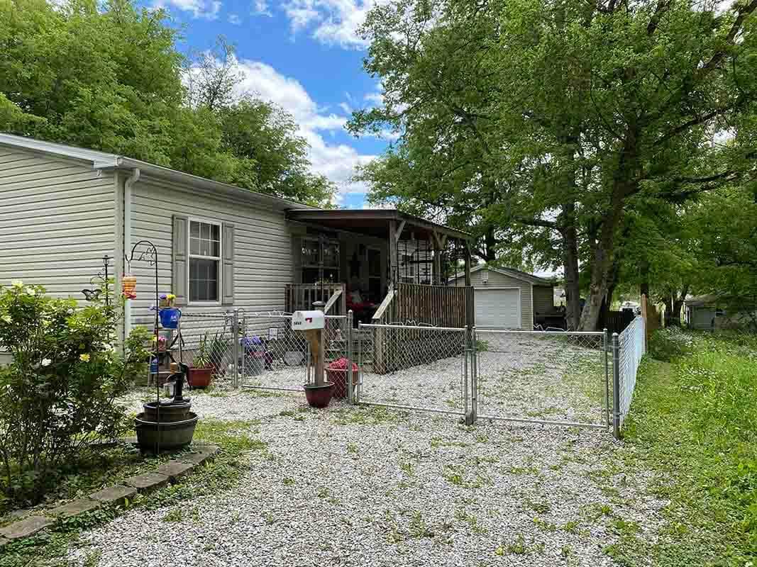 3409 Frisse Avenue porch covered