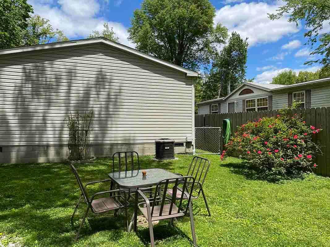 3409 Frisse Avenue spacious backyard