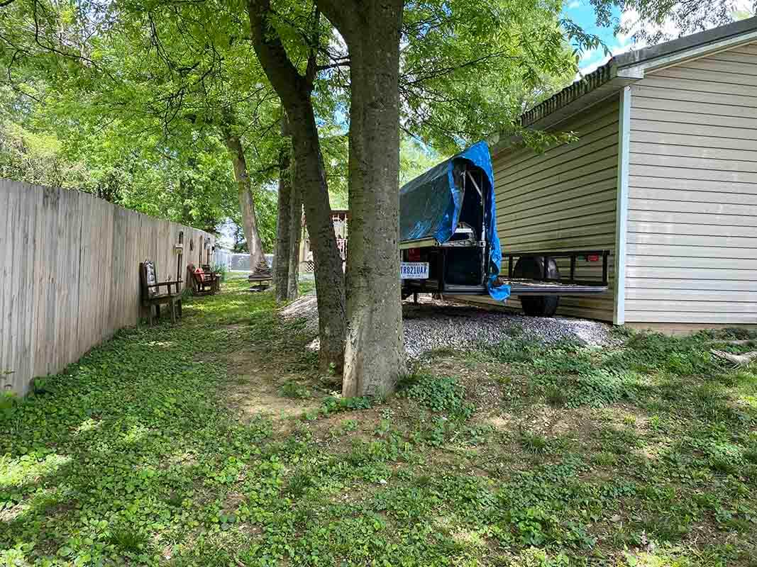 3409 Frisse - spacious backyard